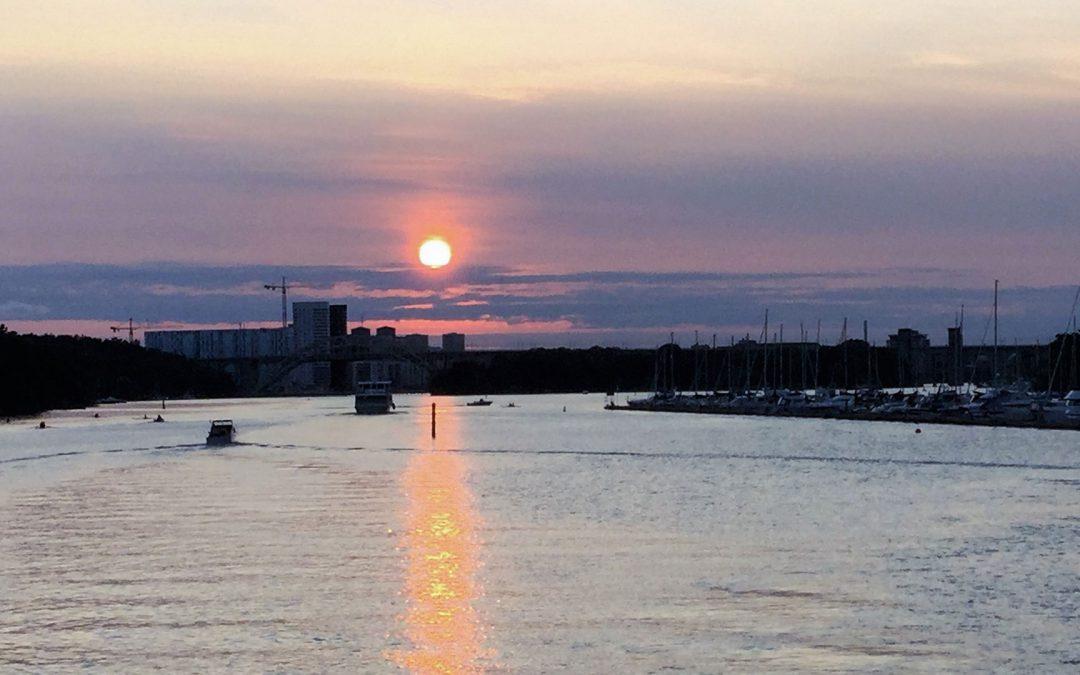 Båtcharter med M/S Molly mot solnedgången